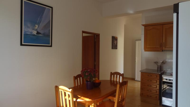 Nice 2 double bedroom Green Apartment 4 km beach, holiday rental in Almancil
