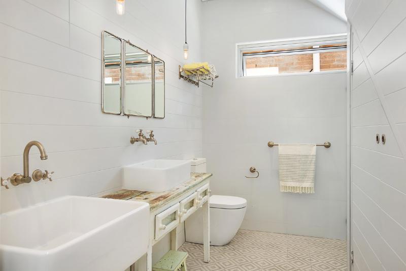 Downstairs / guest bathroom