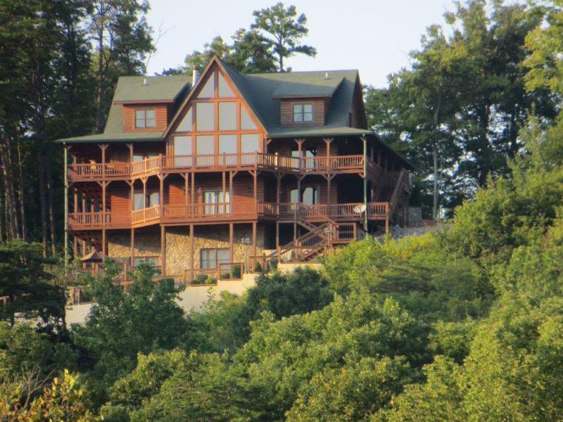 Look Out Lodge preso dal lago maggio 2016.