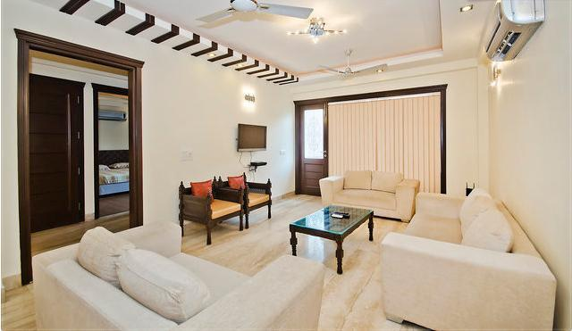 Luxury 3 Bedrooms Serviced Apartment South Delhi, vacation rental in Sahibabad