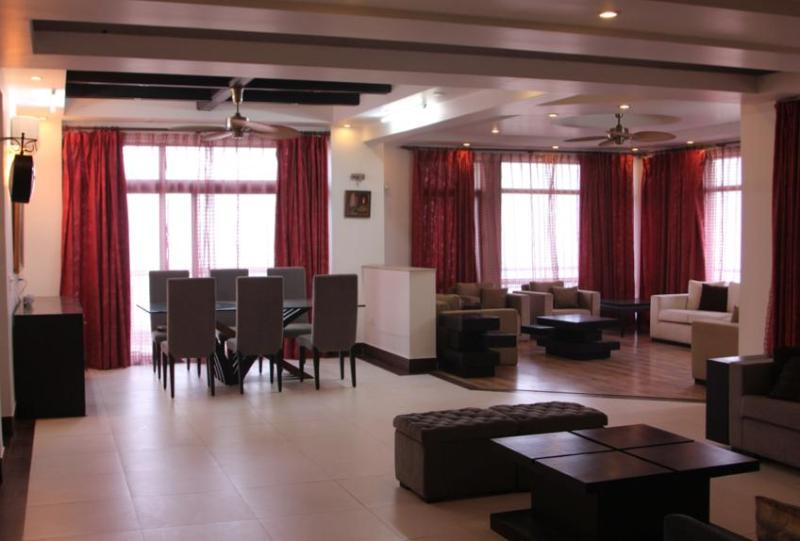 Has Central Heating And Terrace Rental In Greater Noida India
