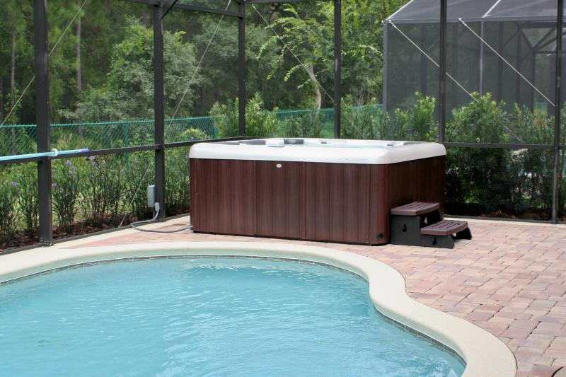 Private Hot Tub room for six, heating included in rental price