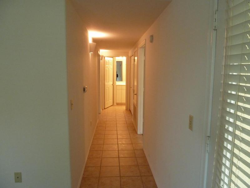 Hall de la 2ème chambre à coucher et salle de bain