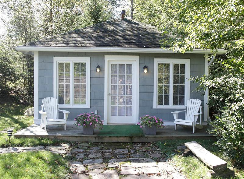 GO-Cottage - Studio Bungalow Cottage, vacation rental in Lake Placid