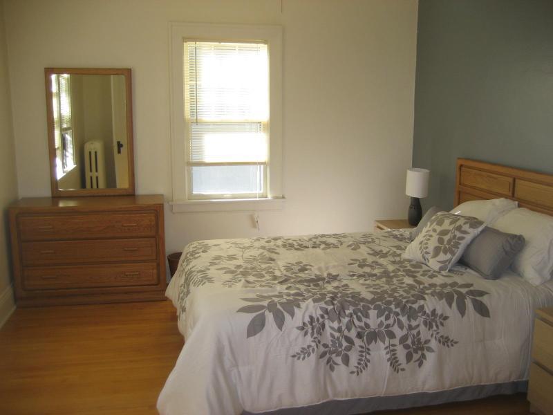 queen bed, master bedroom