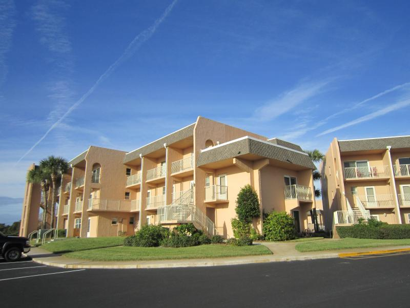 Affordable and Ocean View!  Ground Floor 1 bedroom Condo overlooking the Pool, vacation rental in Saint Augustine Beach