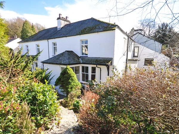 GAVEL COTTAGE, semi-detached, open fire, off road parking, front garden, in, holiday rental in Bowness-on-Windermere