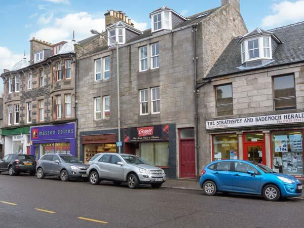 40A HIGH STREET, cottage apartment, with open fire, garden, town centre, vacation rental in Grantown-on-Spey