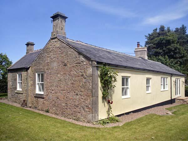 LAKE COTTAGE, single-storey cottage in lovely estate grounds, woodburner, Ferienwohnung in Belford