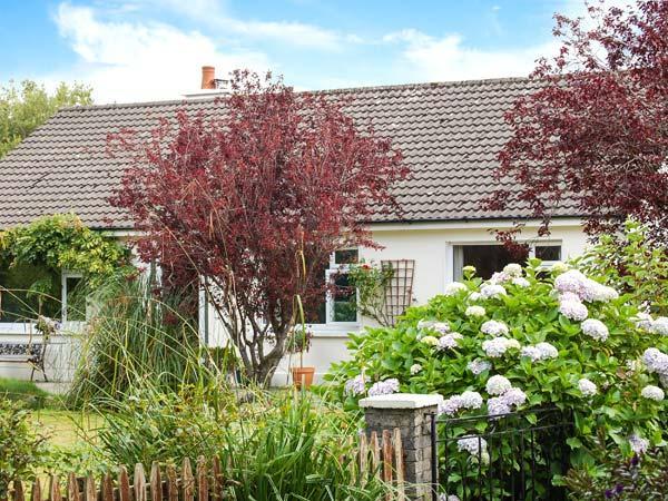ROWANTREE, detached cottage, all ground floor, off road parking, garden, in, holiday rental in Fossa