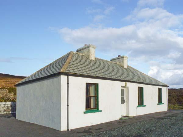 BIDDY'S COTTAGE, single-storey, detached property, sea views, pet-friendly, in, alquiler de vacaciones en Gweedore