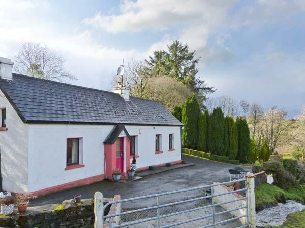 RAMBLER'S RETREAT, detached, all ground floor, open fire and multi-fuel stove, holiday rental in County Leitrim