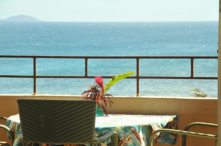 Vast ocean views from our top floor lanai