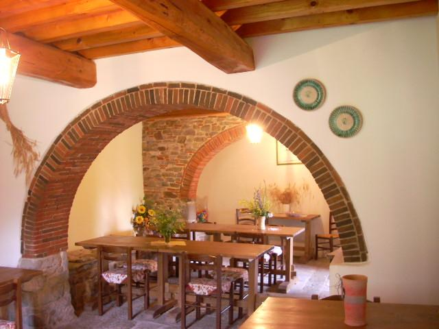 2 Bedroom Vacation House in Arezzo, Tuscany, holiday rental in Bagnena