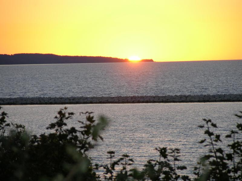 Puesta de sol sobre Little Traverse Bay - de Sunset Park