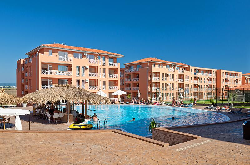 Sunny Day 6 complex - 2 Bedroom Apt With A Pool/Tennis Court View (AL28 APT24), holiday rental in Gyulyovtsa
