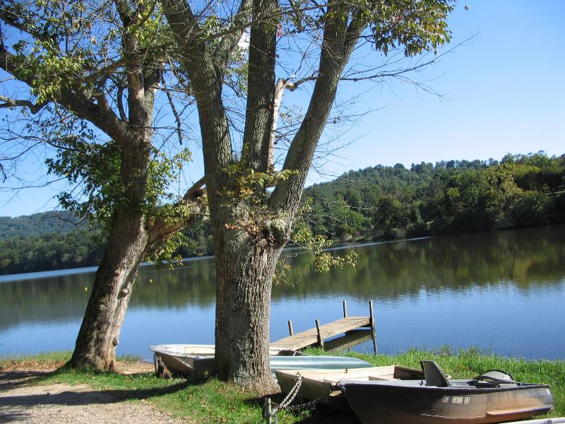 Lovely Lake near by within walking distance