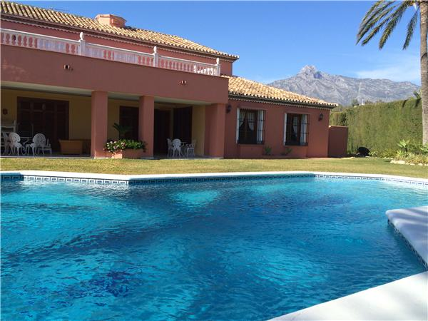 Grande vivenda com piscina privada