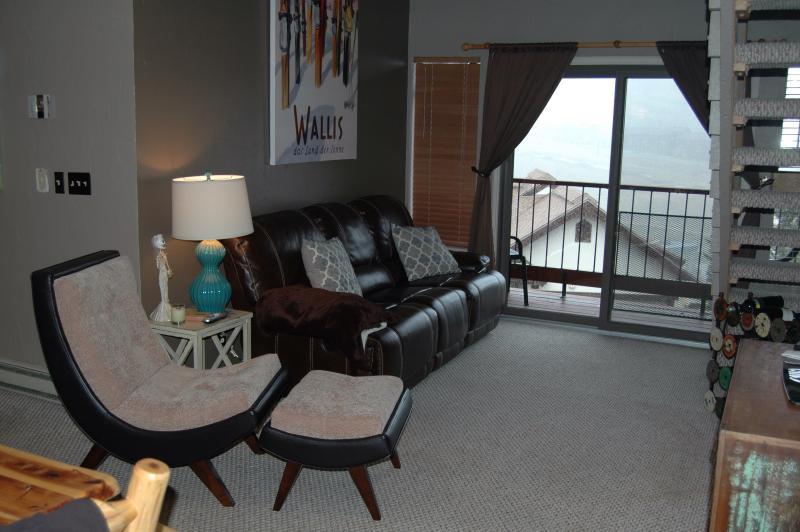 Sala de estar com vista para a área de esqui