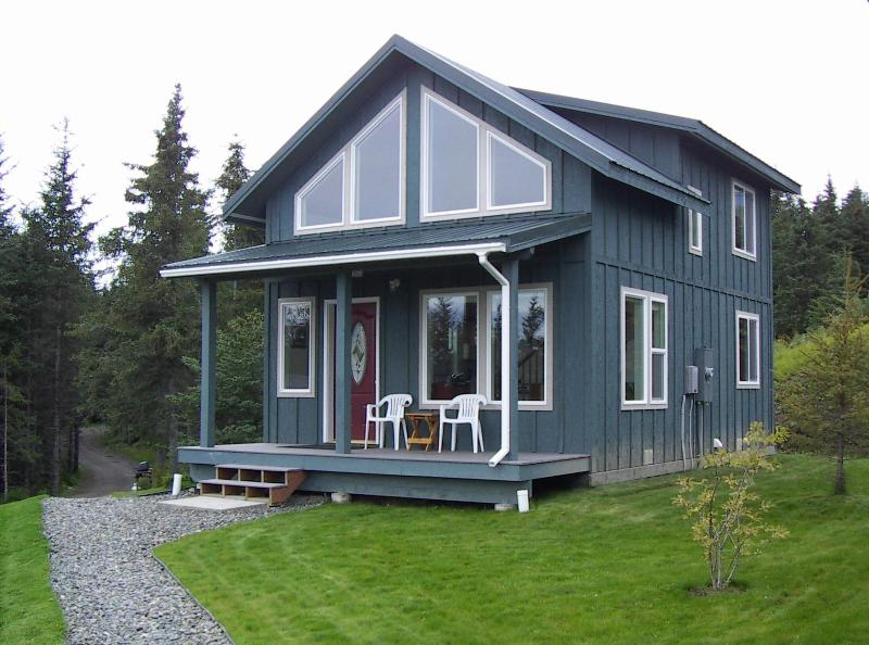 The Highliner House cabin overlooking Kachemak Bay in Homer, Alaska, holiday rental in Fritz Creek