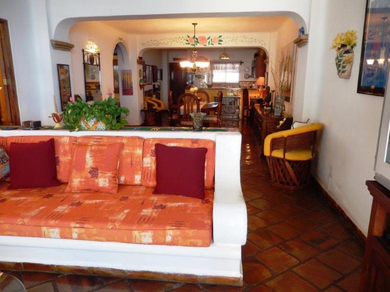 Beautiful condo on Los Muertos Beach, Vista Del Sol, location de vacances à Puerto Vallarta