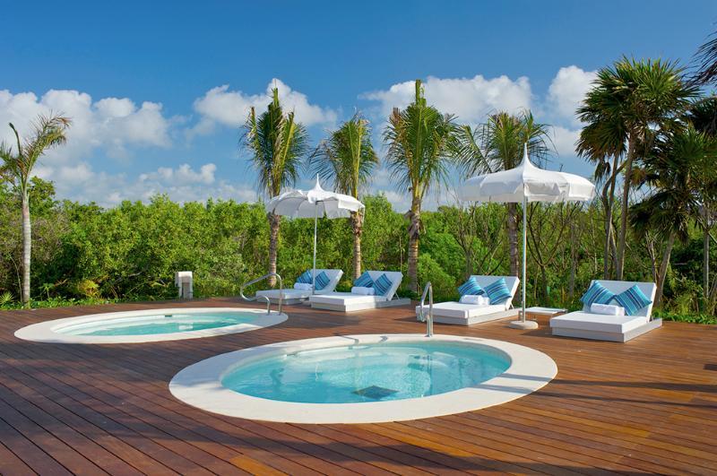Jacuzzi Pools at Riviera Maya