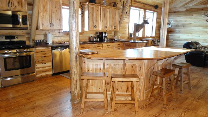 Group Lodge at Monarch Valley, vacation rental in Alma Center
