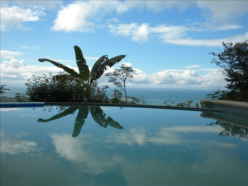View over the infinity pool to the Ocean