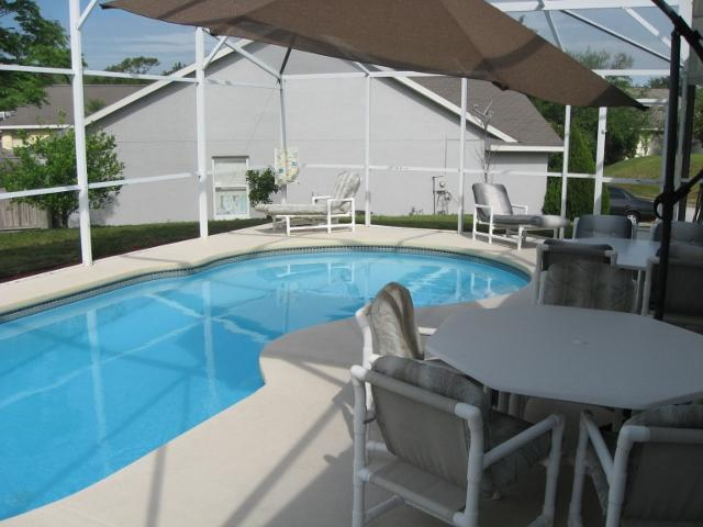 Pool & Lounges