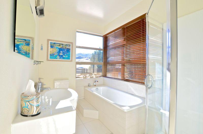 service Salle de bains / douche privée 1er étage.
