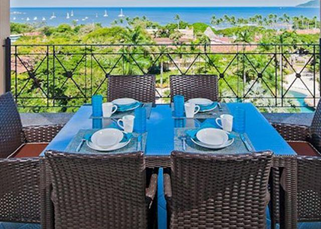 Enjoy breakfast overlooking the Pacific