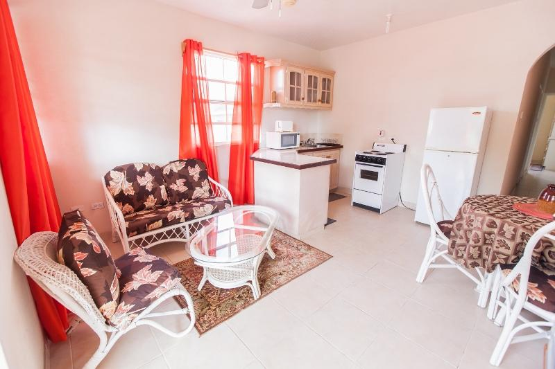 Two bed Apt nr Dover Beach- Apt 4 Balcony Rock, holiday rental in Vauxhall
