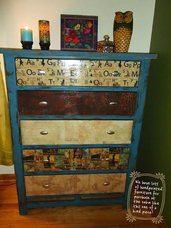 Uno-de-a-Kind pintado a mano & Decoupaged Dresser