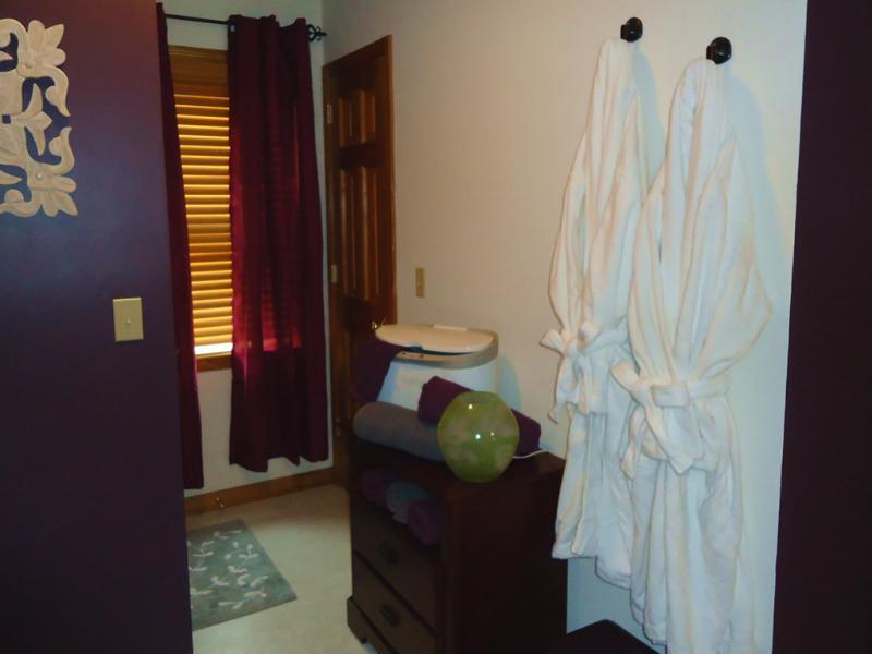 Suaves batas de IKEA proporcionada y una toalla caliente para hacer agradable su ducha