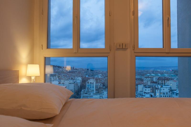 Master bedroom - queen size bed - view on Notre Dame de la Garde and sea