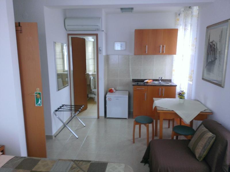 Studio apartment Šime (2+1), vacation rental in Racisce