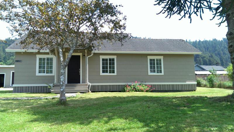 Redwood Creek Cottage, location de vacances à Klamath