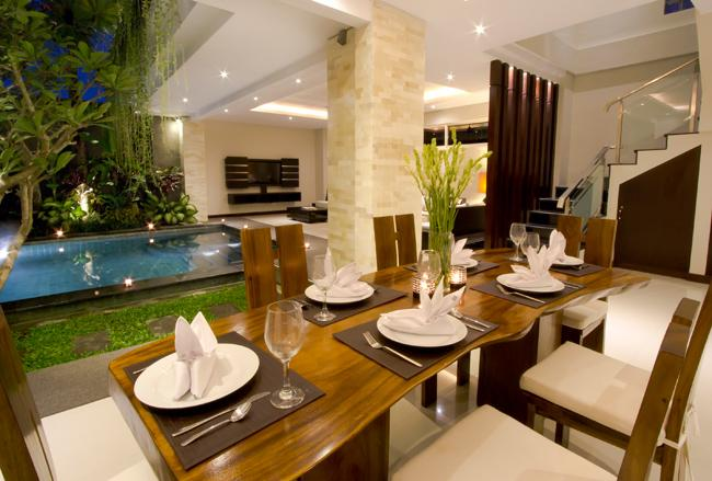 dining view pool