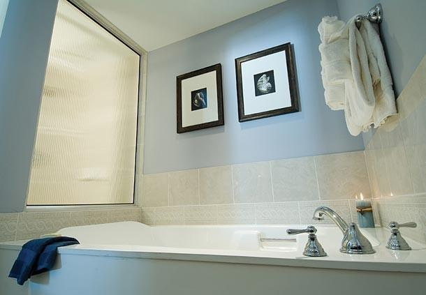 Private Master Bathroom with Jet Bath Tub