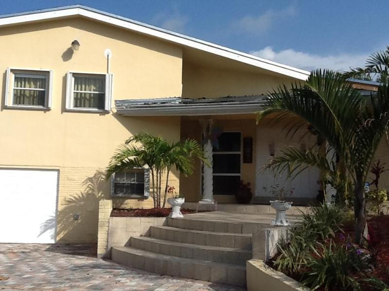 beautiful slip level house in plantation, aluguéis de temporada em Lauderhill