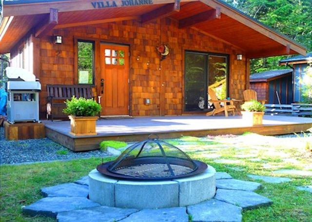 Villa Johanne cottage with fire pit.