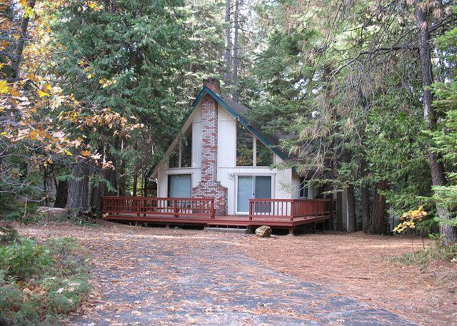 A Beautiful Vacation Rental in Blue Lake Springs near Bear Valley Ski Resort close to Big Trees State Park near Arnold California in Calaveras County, near hiking, fishing, downhill skiing, cross country skiing, and sledding