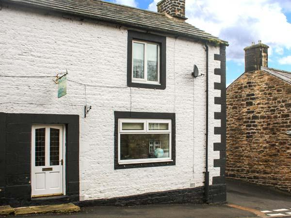 CHARE CLOSE COTTAGE, pets welcome, two en-suite bedrooms, open fire, close to, location de vacances à Haltwhistle