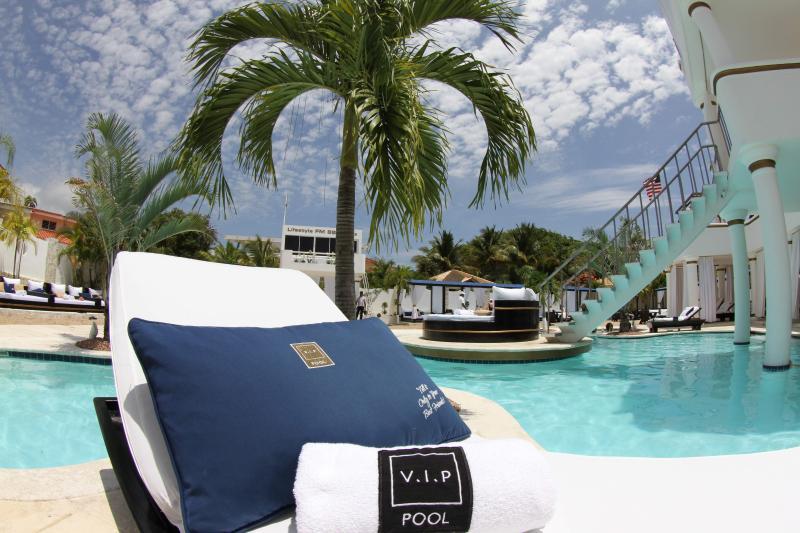 Traitement VIP à la piscine