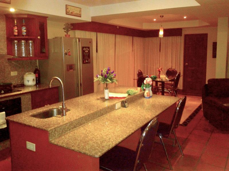 Moderna cocina características granito sólido y completo applicances