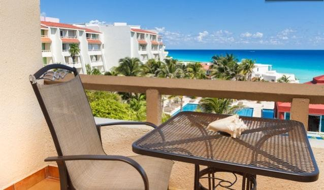 Beautiful cozy totally remodeled resort room for 2, vacation rental in Cancun