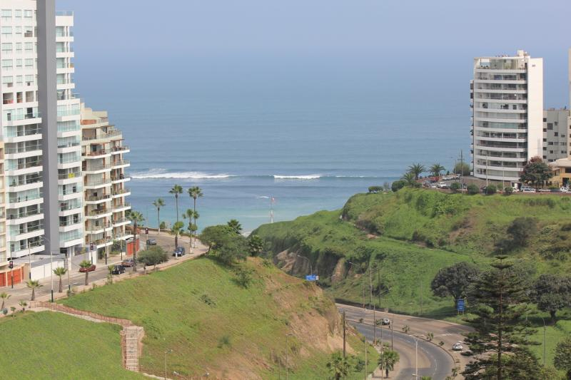 Spectacular Ocean Views without obstructions at walking distance from the beautiful Larcomar mall.