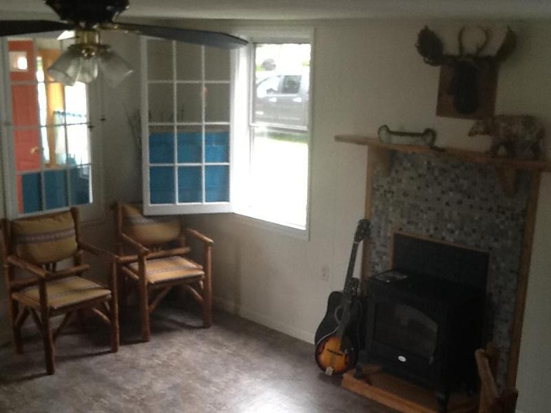 Caroga Lake Camp 75 Steps to Paradise-Sleeps 4, aluguéis de temporada em Johnstown