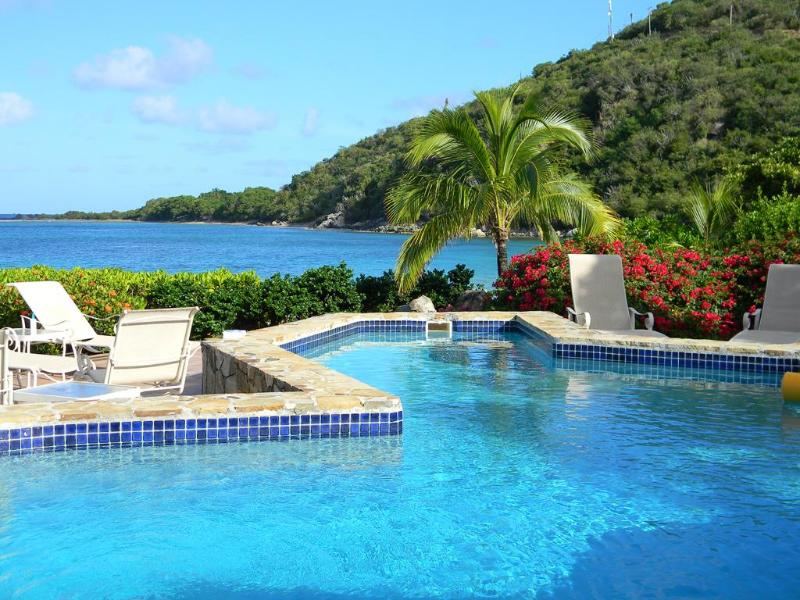 Luxury 5 Bedroom Waterfront Villa, holiday rental in Little Trunk Bay