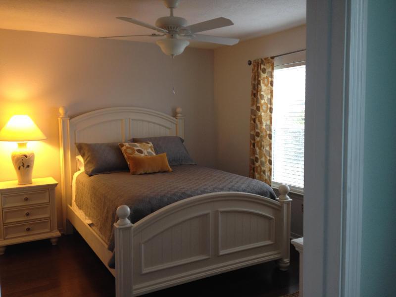 Queen 2 floor bedroom